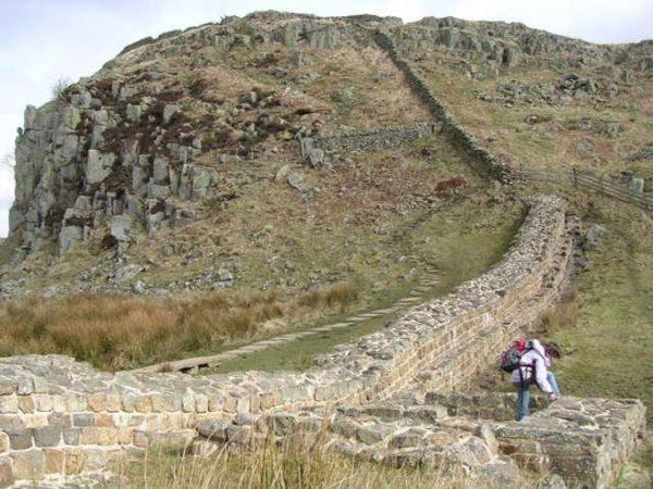 los-7-lugares-mas-populares-del-reino-unido-muro-adriano