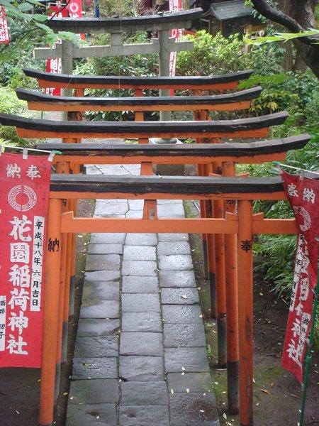 10-parques-urbanos-impactantes-por-el-mundo-ueno-park-gates