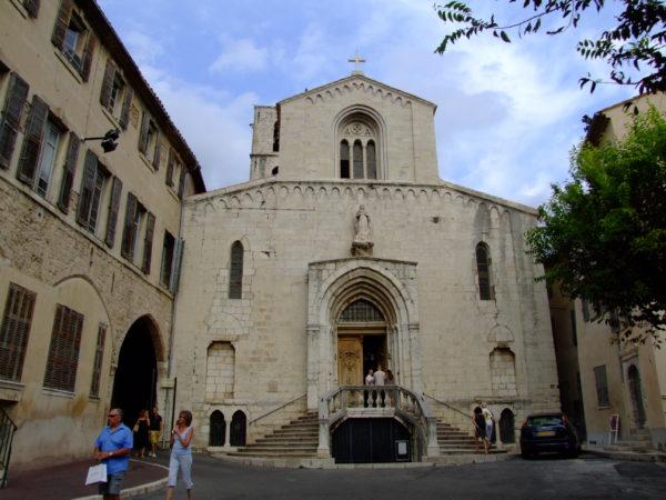 grasse-capital-perfume-en-francia-catedral de Notre-Dame du Puy