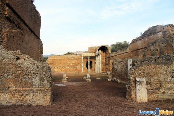 villa-adriana-tivoli-pilastri