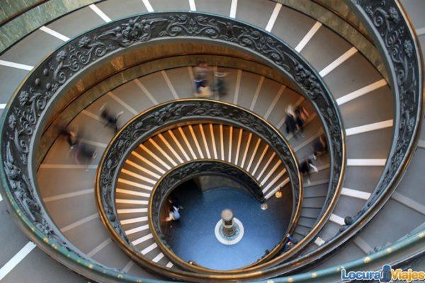 museos-vaticanos-escaleras