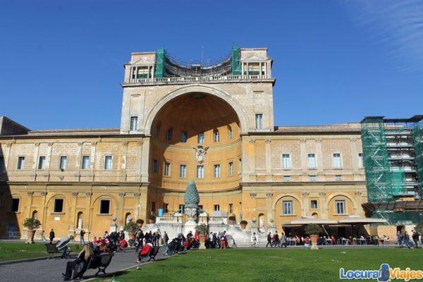 museos-vaticanos-patio-piña
