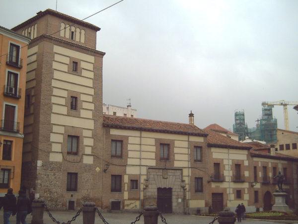 Casa_y_Torre_de_los_Lujanes_(Madrid)_01