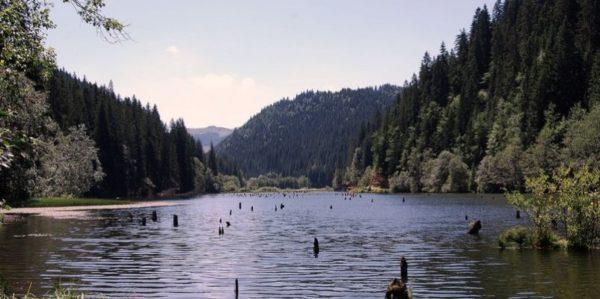 lago-rosu