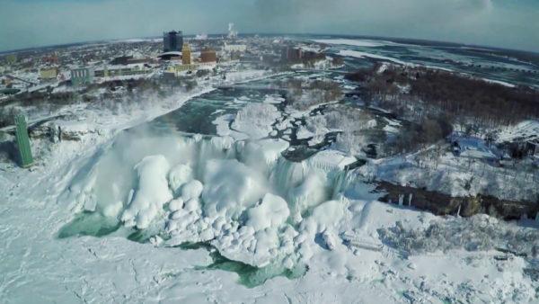 Una imagen inusual de las Cataratas del Niágara heladas