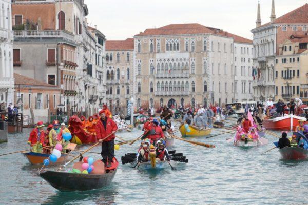 carnaval-de-venecia-2016-desfiles-por-los-canales