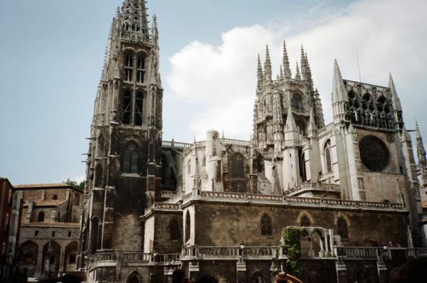 10-lugares-en-espana-que-es-obligatorio-visitar-catedral-de-burgos