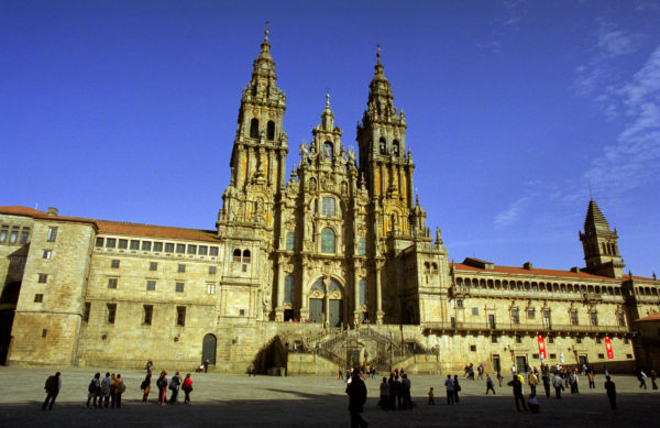 10-lugares-en-espana-que-es-obligatorio-visitar-catedral-de-santiago-de-compostela