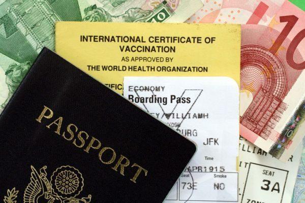 que-vacunas-necesitas-para-viajar-a-iquitos-documentos-istock