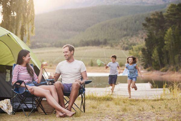 mejores-campings-para-ir-con-ninos-familia-istock