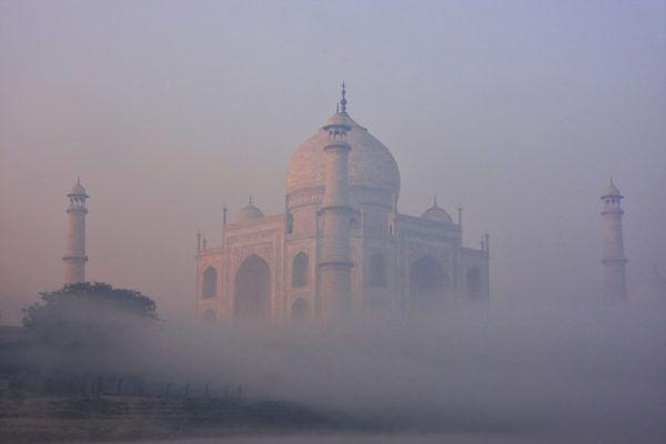 Taj mahal niebla