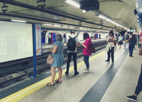 Estacion de sol madrid pasajeros esperando