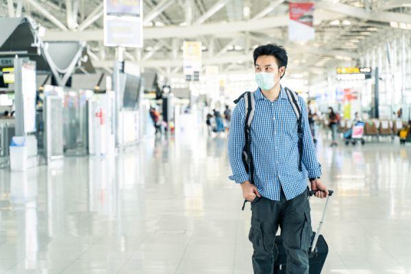 Pasajero en la terminal