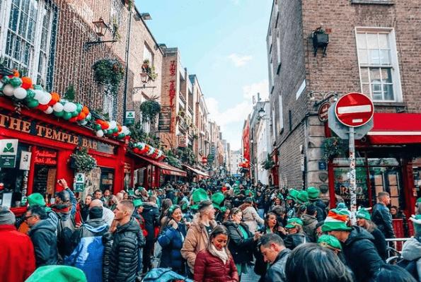 ¿Cuáles son los países donde se celebra el día de San Patricio? Irlanda pubs