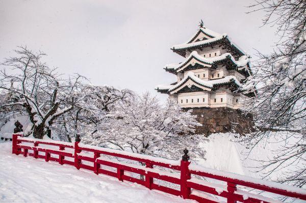 Torre blanca del castillo de Hirosaki, Aomori, Japón