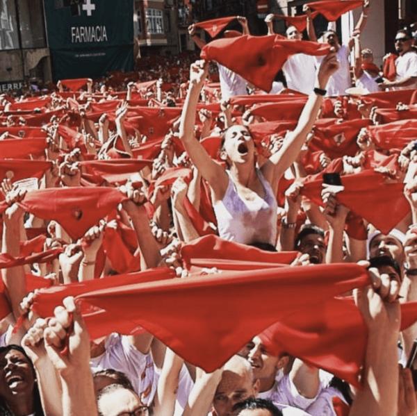 El Chupinazo 2021: qué es, cuándo es, dónde se celebra y algunas curiosidades pañuelos rojos