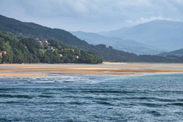 Mejores playas para practicar surf playa mundaka