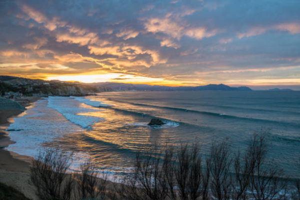 Mejores playas para practicar surf playa sopelana