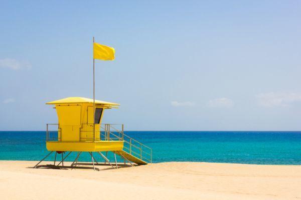 Bandera amarilla playa