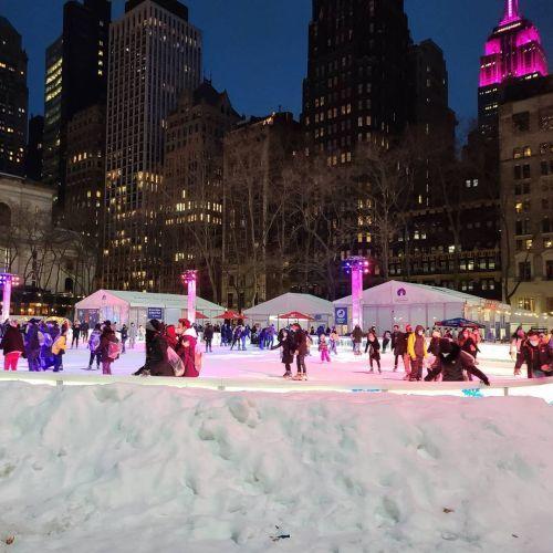 Patinaje sobre hielo en Nueva York Bryant Park