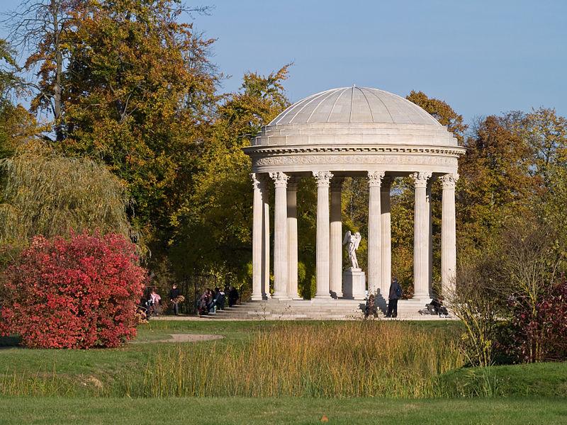 800px-Chateau_de_Versailles_Temple_Amour