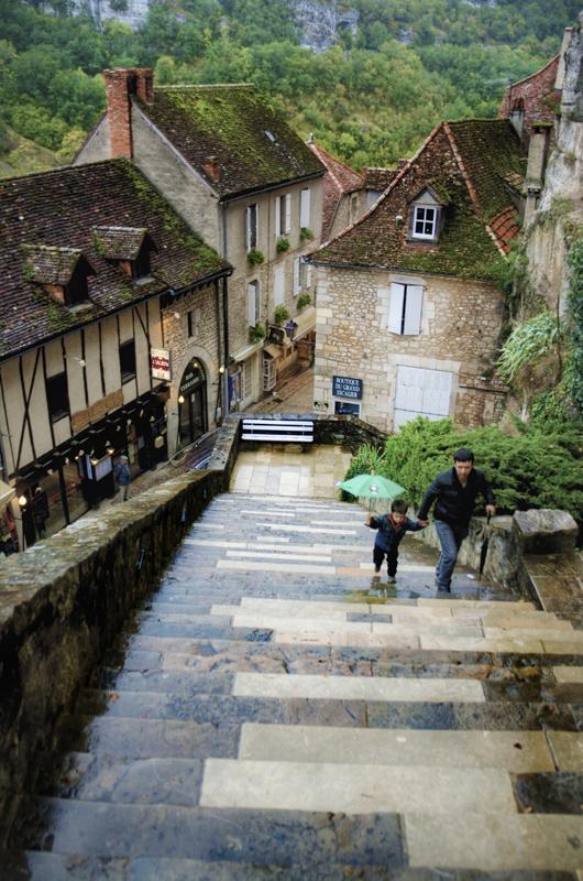 rocamadour-una-ciudad-santuario-haciendo-equilibrio-en-francia-escaleras