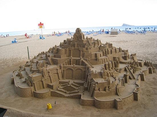 1_1246356122_castillo-de-arena
