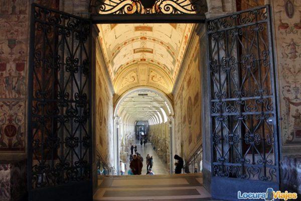 museos-vaticanos-galeria-esculturas