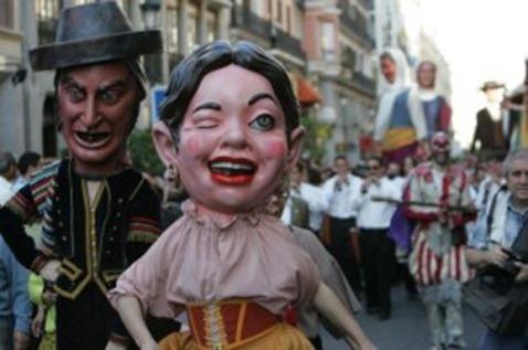 internationallinks-alcaladehenaresspain-desfiledegigantesycabezudos