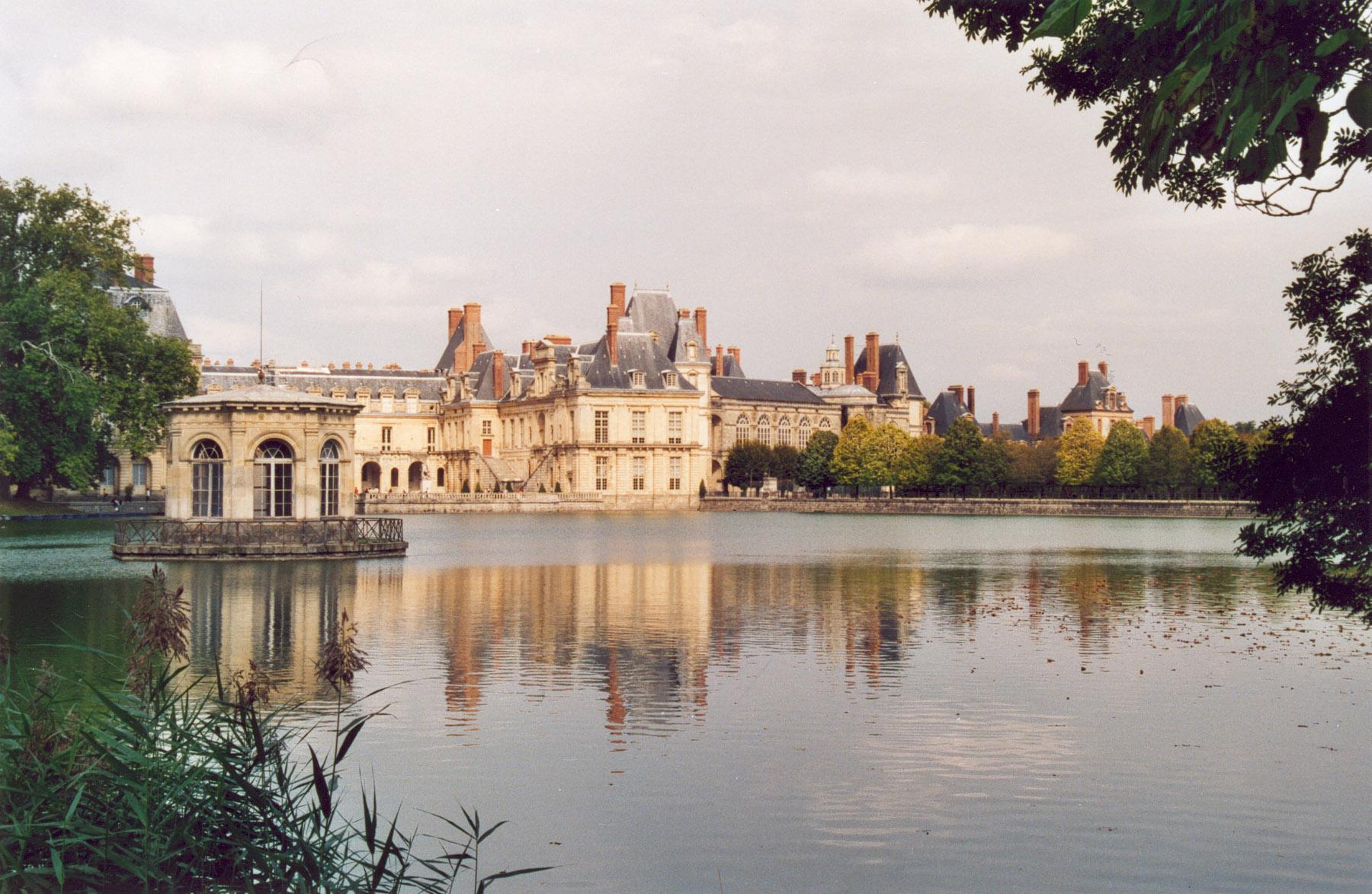 Fontainebleau_Chateau_01