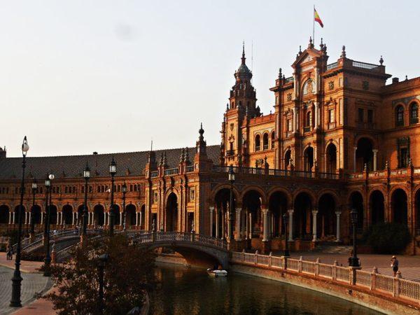Plaza_de_España_in_the_Maria_Luisa_Park,_Seville_Spain-_VIII