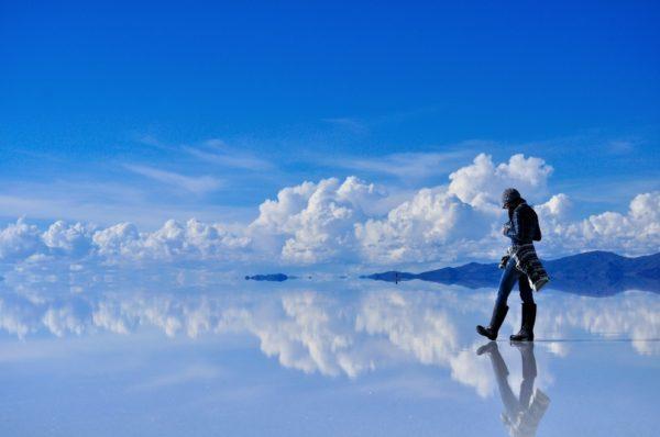 27-lugares-que-habria-que-visitar-antes-de-morir-Salar-De-Uyuni-Bolivia.