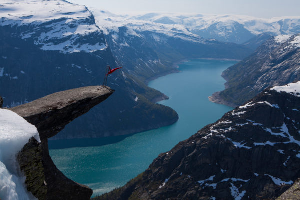 27-lugares-que-habria-que-visitar-antes-de-morir-Trolltunga-Hordaland-Noruega