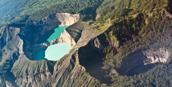 27-lugares-que-habria-que-visitar-antes-de-morir-crater-kelimutu-islas-flores-indonesia