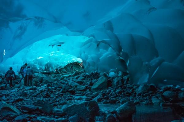 27-lugares-que-habria-que-visitar-antes-de-morir-cueva-hielos-de-mendenhall-alaska