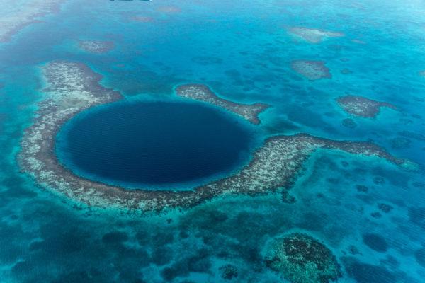 27-lugares-que-habria-que-visitar-antes-de-morir-gran-hoyo-azul-belice