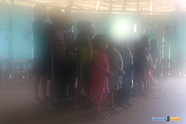 niños escuela amazonas