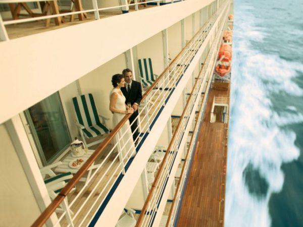 10-consejos-para-una-escapada-de-crucero-romantico-cubierta