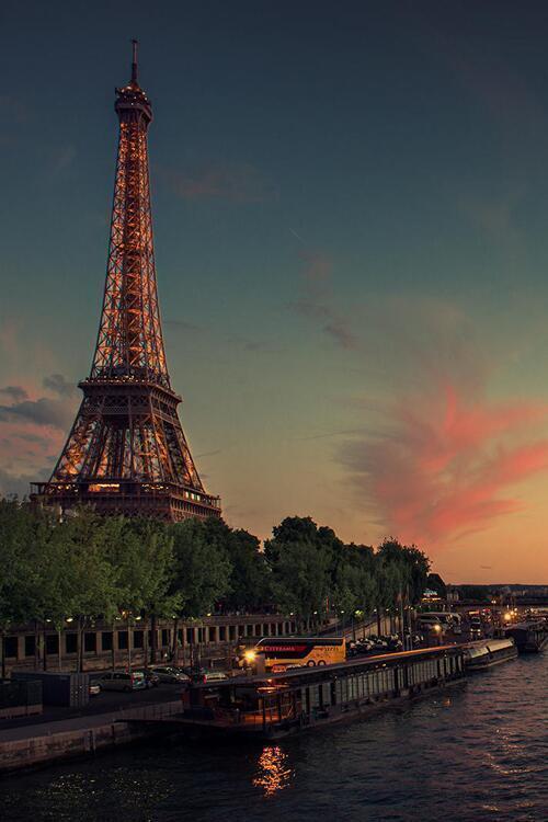19-lugares-de-paris-que-visitar-historia-y-monumentos-torre-Eiffel-francia