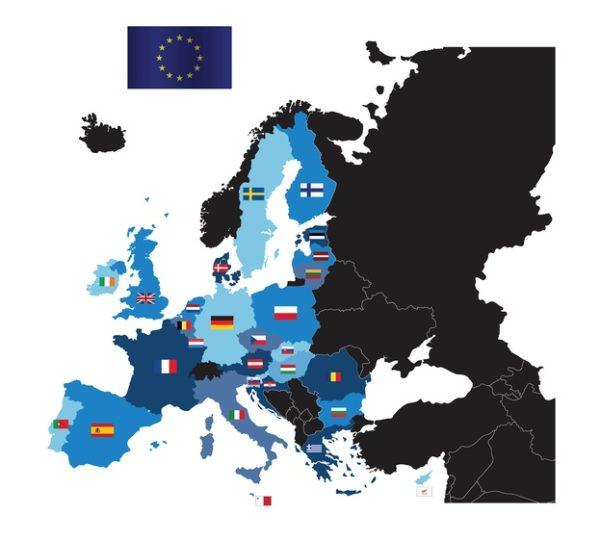 Mapa politico europa con banderas flatdesign