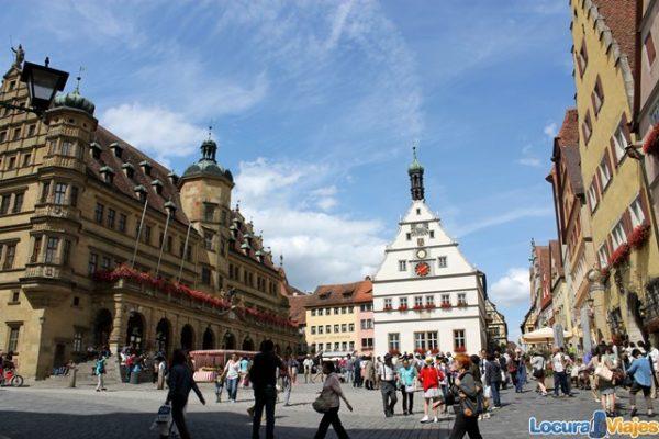 Rothenburg-ob-der-Tauber_plaza_mercado