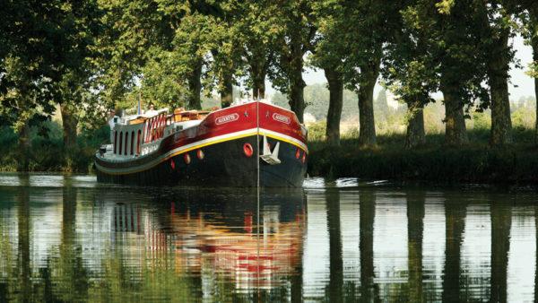 los-8-viajes-de-lujo-mas-populares-del-mundo-Barcaza-Belmond-Napoleon