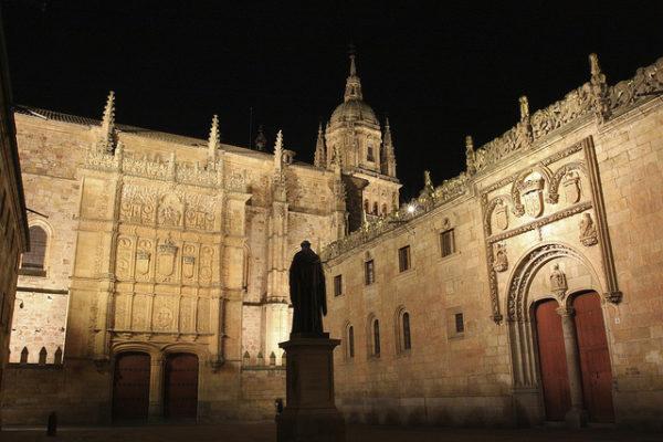 10-lugares-en-espana-que-es-obligatorio-visitar-catedral-universidad-salamanca
