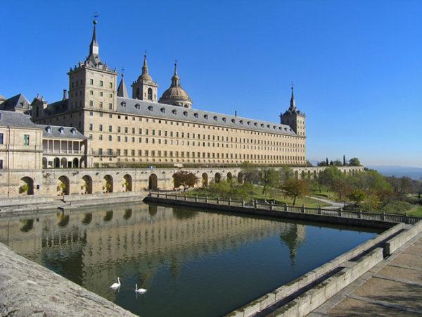 10-lugares-en-espana-que-es-obligatorio-visitar-monasterio-del-escorial