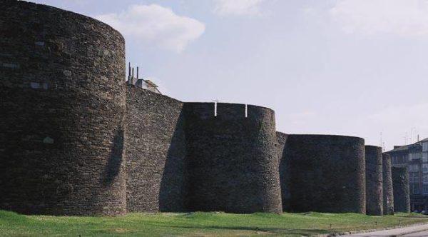10-lugares-en-espana-que-es-obligatorio-visitar-muralla-de-lugo