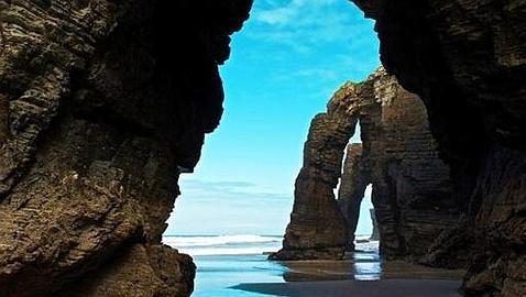 las-300-mejores-playas-de-espana-y-portugal-10-mejores-playa.de-las-catedrales-ribadeo