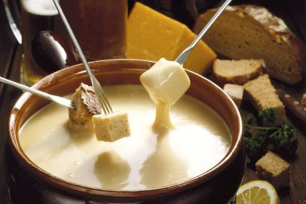 comer-barato-saint-denis-paris-fondue-de-queso