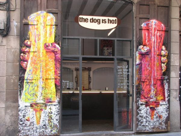 donde-puedes-comer-barato-en-barcelona-the-dog-is-hot