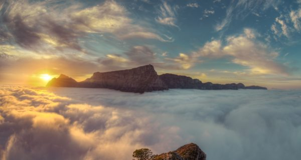 Table-mountain-nubes