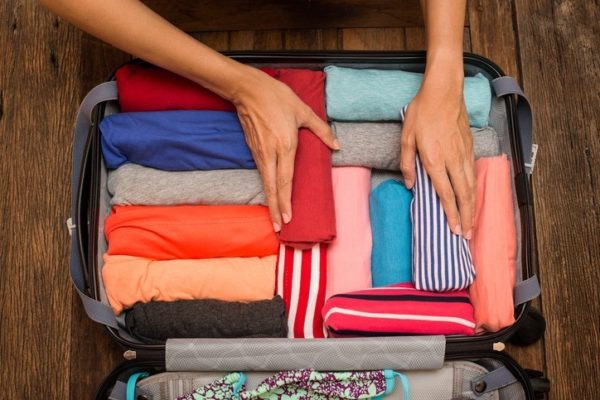 Trucos la maleta enrollando ropa